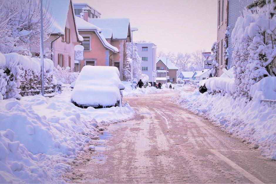 Śnieżyce w Polsce. Ponad 80 tys. mieszkańców bez prądu