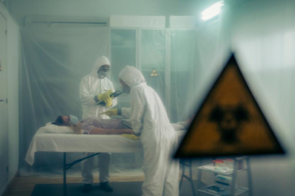 MZ: w szpitalach jest ponad 14,5 tys. zakażonych koronawirusem; 1449 pod respiratorami