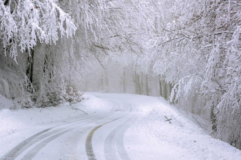 IMGW ostrzega przed intensywnymi opadami śniegu i oblodzeniem