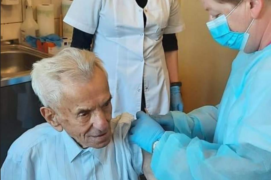 111-latek zaszczepiony na koronawirusa