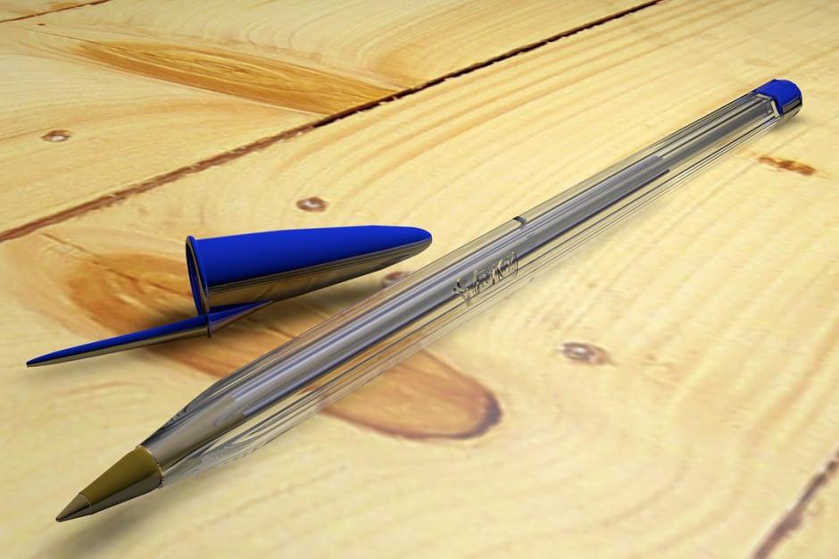 Urzędnicy rozniosą decyzje podatkowe , ale mieszkańcy muszą przygotować własny długopis