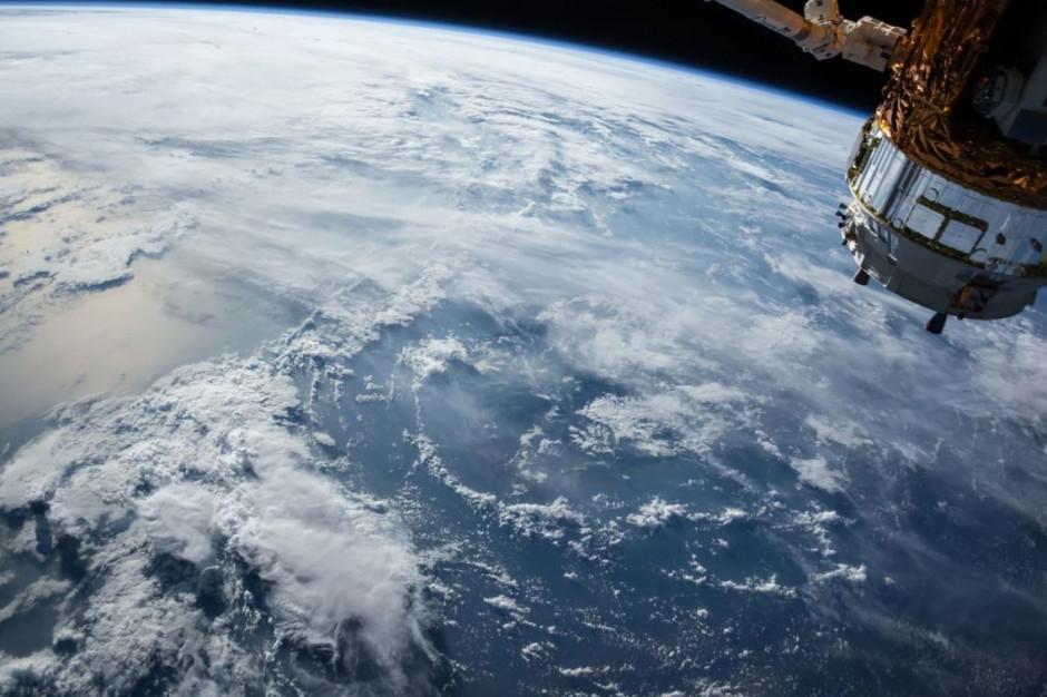 Dane satelitarne dla administracji publicznej. Polska Agencja Kosmiczna oferuje darmowy podręcznik