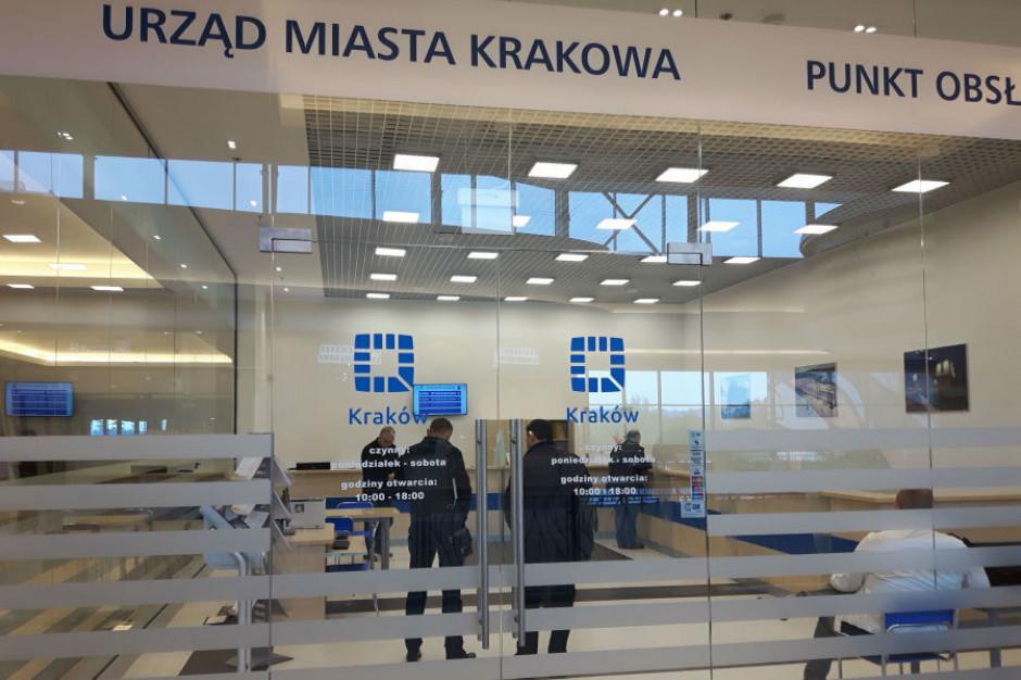 Rząd luzuje obostrzenia, urzędy zaczynają wpuszczać mieszkańców. Zmiany w Krakowie