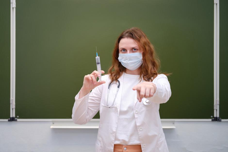 Ruszają szczepienia nauczycieli przeciw koronawirusowi