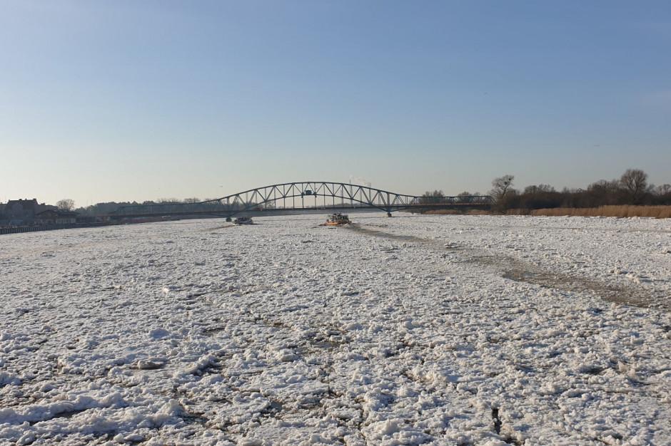 Lodołamacze rozbijają zator na Zbiorniku Włocławskim