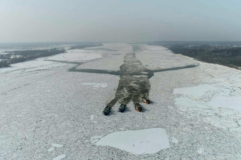 Lodołamacze przebiły się przez najtrudniejszy odcinek zatoru lodowego