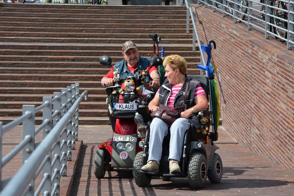 """""""Opieka wytchnieniowa"""" i """"Asystent osobisty osoby niepełnosprawnej"""": wyniki naboru 2021"""