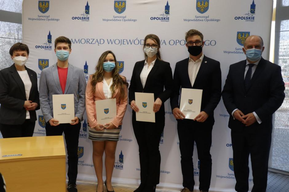 Opolski samorząd podpisał umowy ze studentami medycyny