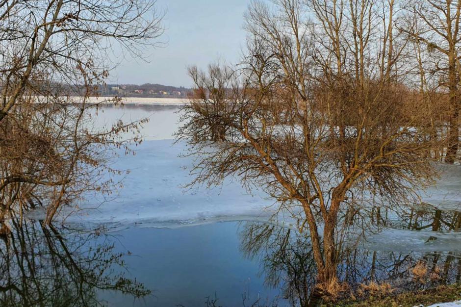 Poziom Wisły w Wyszogrodzie obniża się, wzrasta w Kępie Polskiej, w Płocku rzeka znacznie opadła