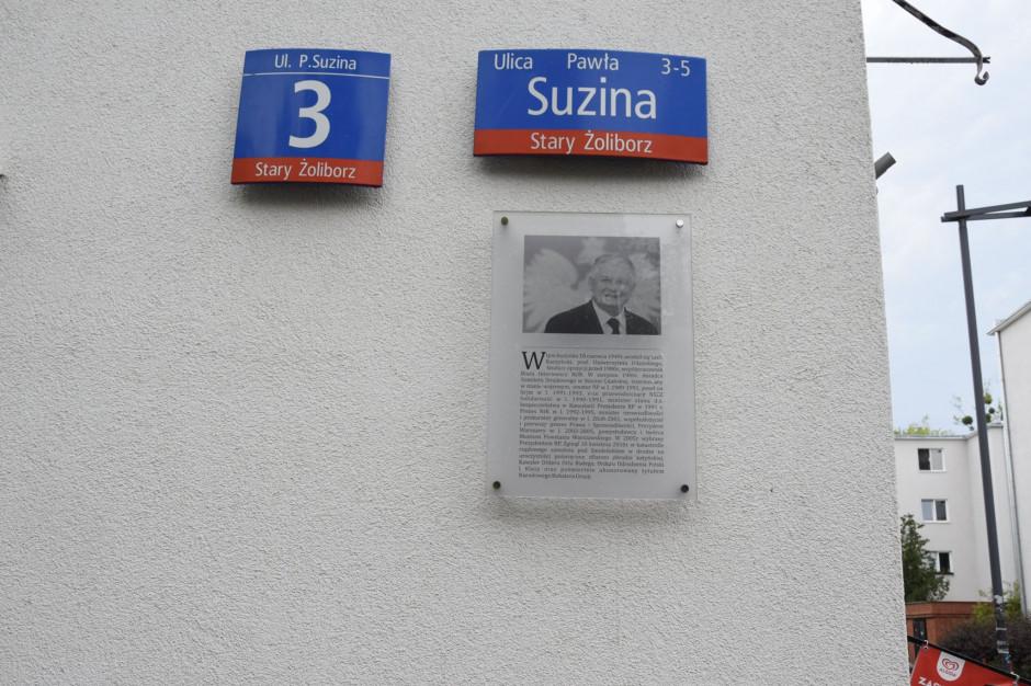 Warszawa: Zniknęła tablica upamiętniająca prezydenta Lecha Kaczyńskiego