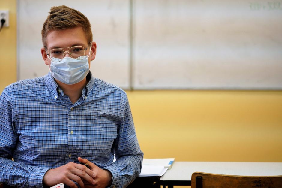 Nauczyciele jedyną grupą z obowiązkiem szczepień? Broniarz komentuje