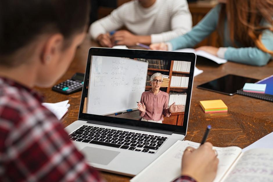 Warmińsko-Mazurskie: Uczniowie zdają próbny egzamin maturalny zdalnie