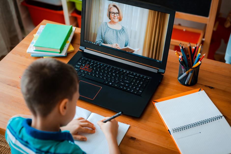 Ekspertka: Długotrwałe zdalne nauczanie źle wpływa na psychikę młodych