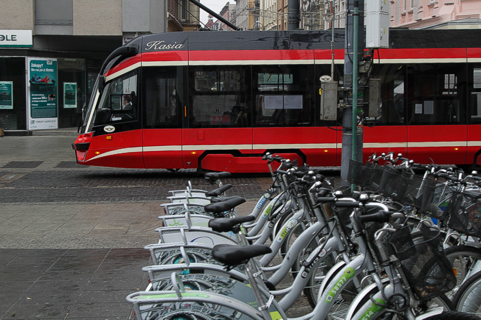 Do pracy tramwajem z przesiadką na hulajnogę