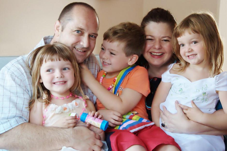 Rząd szykuje zmiany w Karcie Dużej Rodziny i opiece nad dziećmi. Uwzględni postulaty gmin