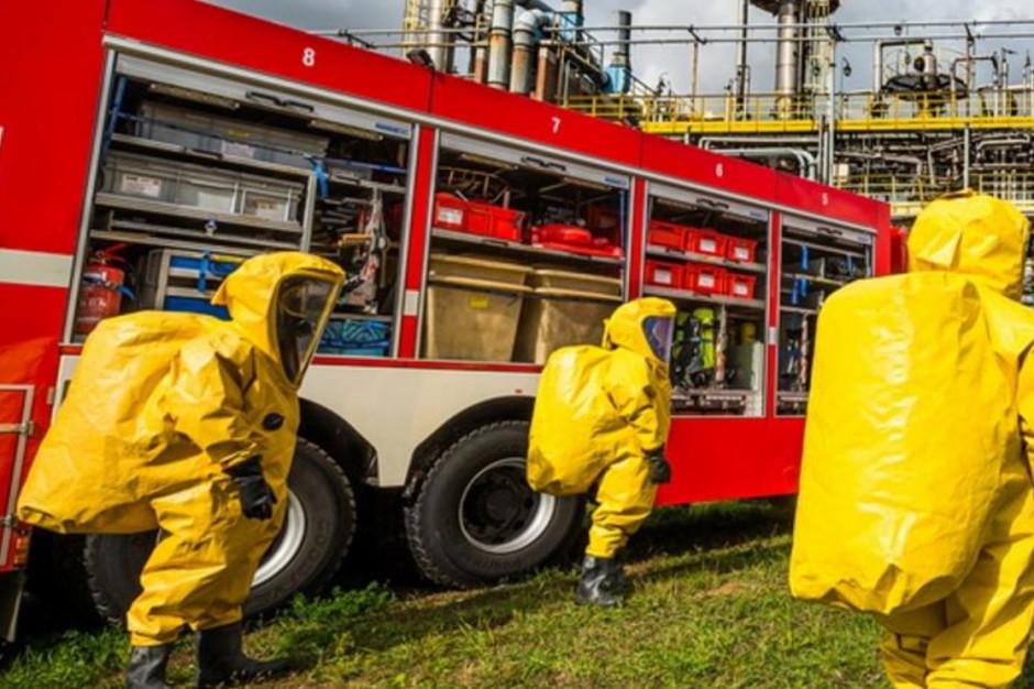 Policja i grupa ratownictwa chemicznego w biurze burmistrza. Powodem podejrzana przesyłka