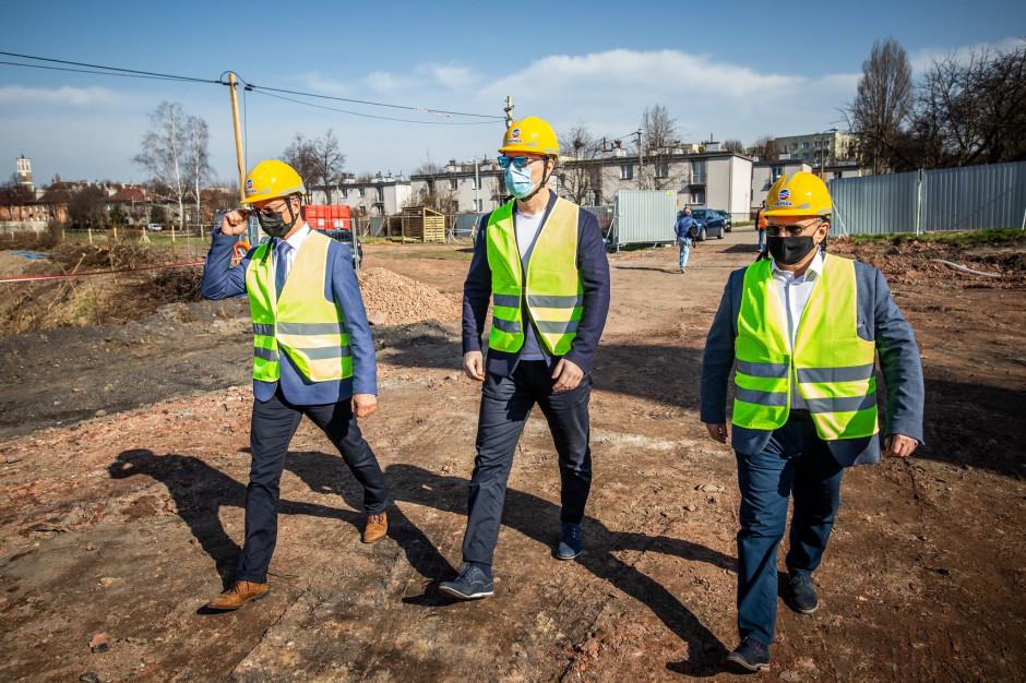 Rozpoczęły się prace przy rewitalizacji skażonego stawu w Świętochłowicach
