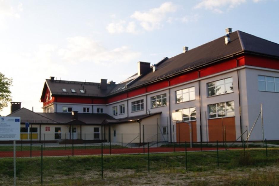 Świętokrzyskie: Pożar szkoły podstawowej w Cedzynie