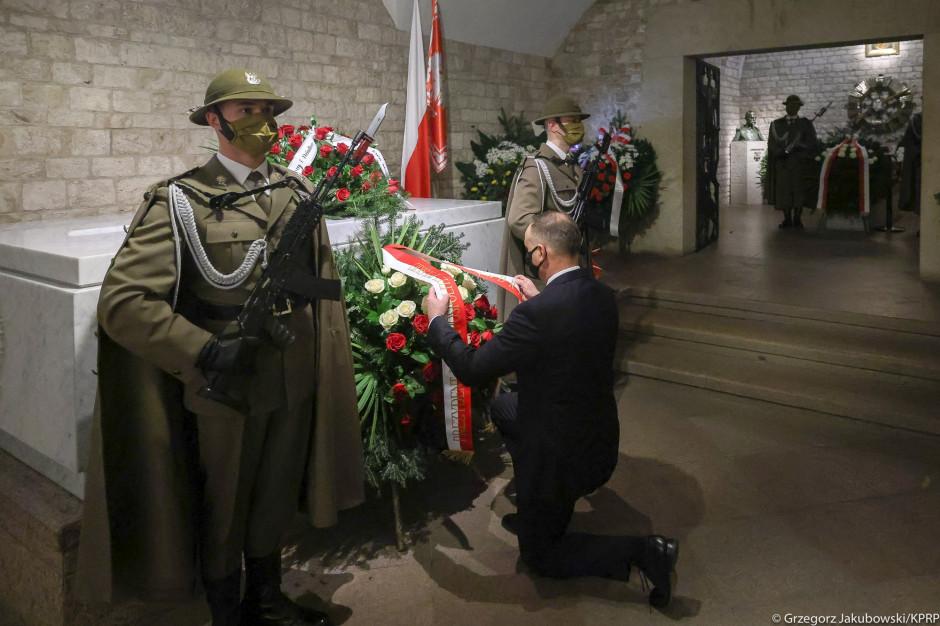 Prezydent na Wawelu oddał hołd Lechowi Kaczyńskiemu