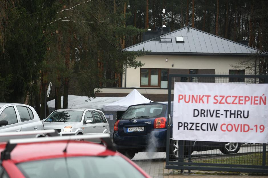 Grzesiowski: Punkty szczepień drive thru to złamanie zasad bezpieczeństwa