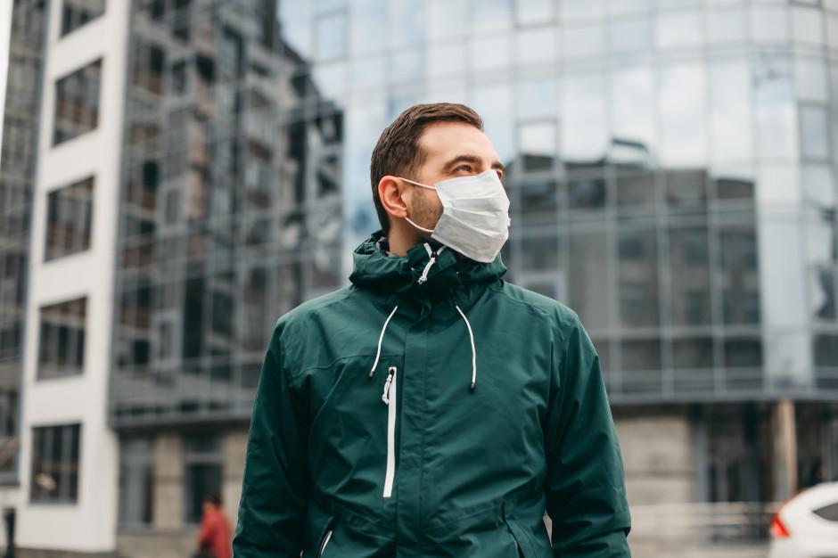 Niedzielski: Zniesienie obowiązku noszenia maseczek na powietrzu nieakceptowalne