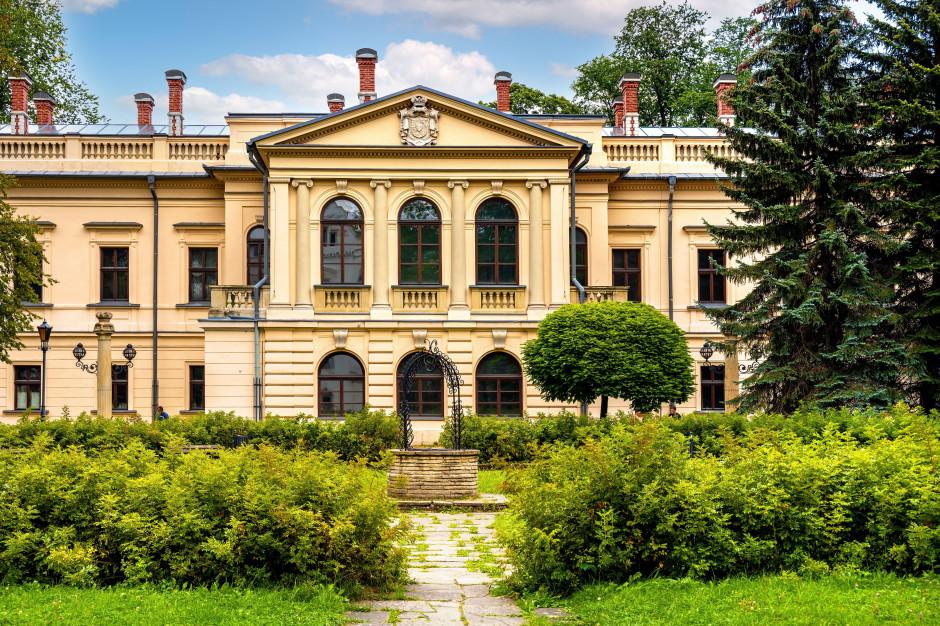 Powiat żywiecki oddał w dzierżawę pałac. Będzie służył edukacji dzieci
