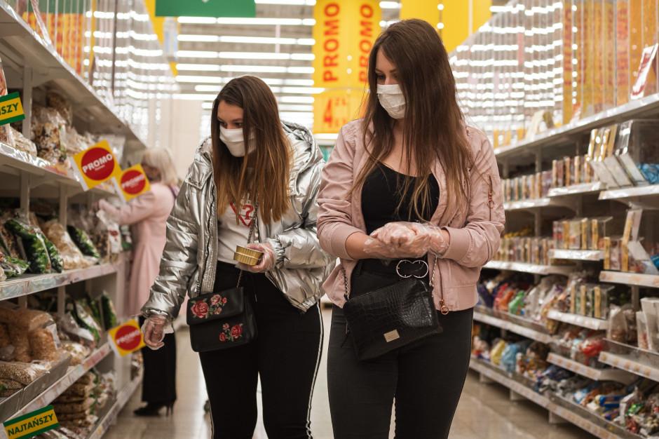 Ponad połowa Polaków nie używa rękawiczek ochronnych podczas zakupów