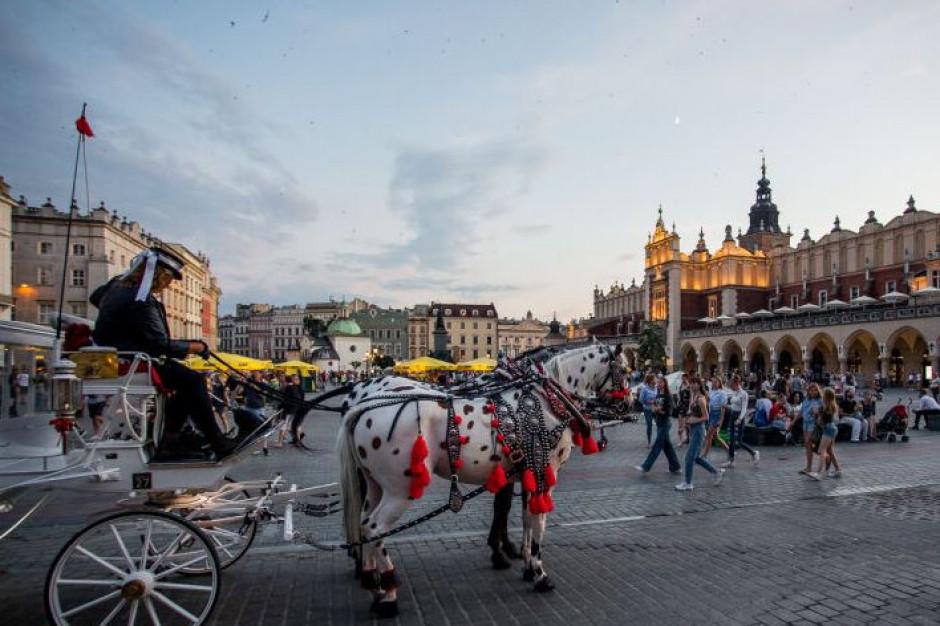Kraków: Przygotowania do powrotu dorożek na Rynek Główny