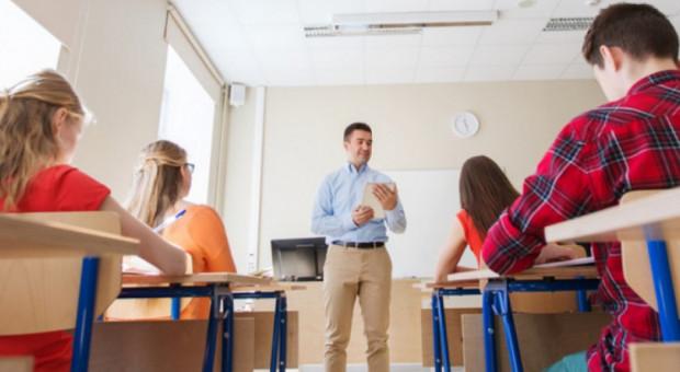 Dyrektorzy szkół: dobrze, że dzieci wrócą do nauki stacjonarnej