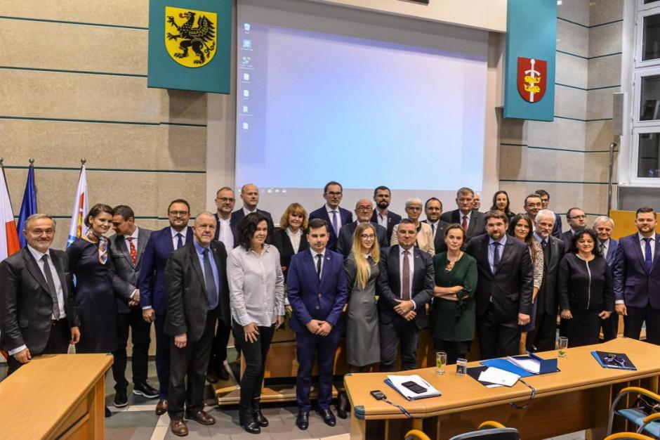 Rada miejska w Gdyni nie spełnia standardów demokracji?