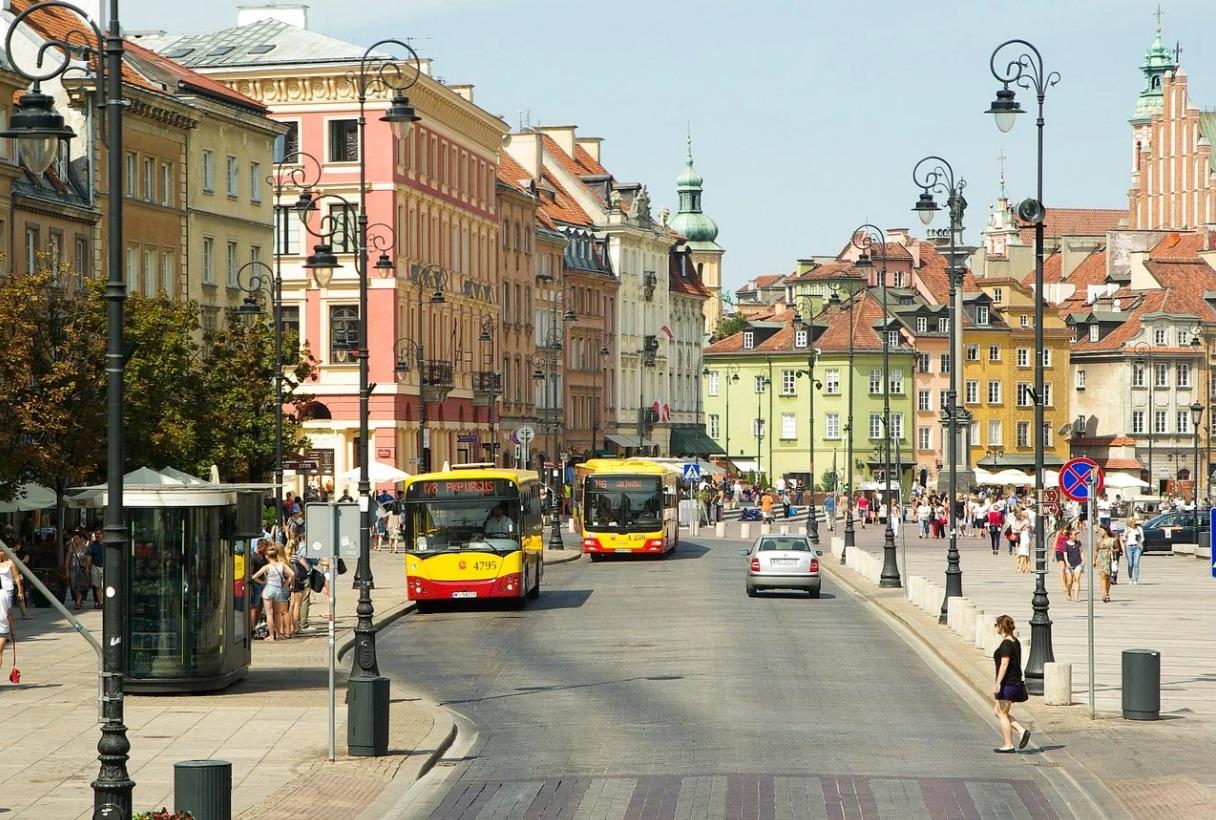 Największy przypływ ludności wśród wszystkich miast na prawach powiatu w Polsce zanotowała Warszawa (fot. pixabay)