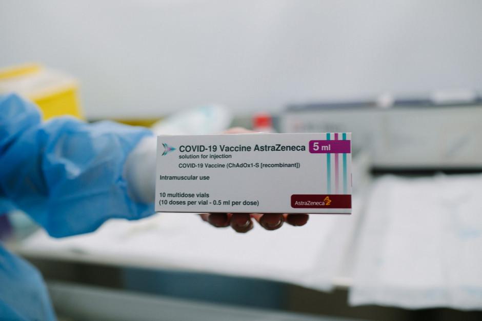 Nauczyciele rezygnują z drugiej dawki szczepionki Astra Zeneca