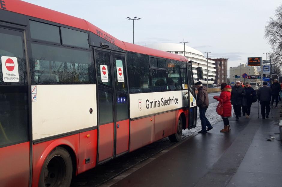 Złagodzone limity w transporcie zbiorowym. Więcej pasażerów w autobusie i tramwaju, ale już nie w busie
