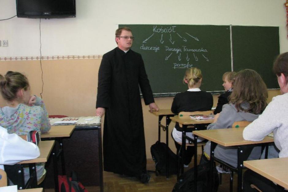 Ministerstwo: Od decydowania o nauce religii są rodzice, ale dzieci mają głos