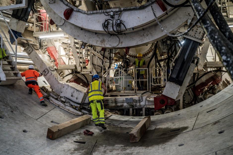 Kolejne elementy maszyn drążących tunel pod Łodzią już na miejscu