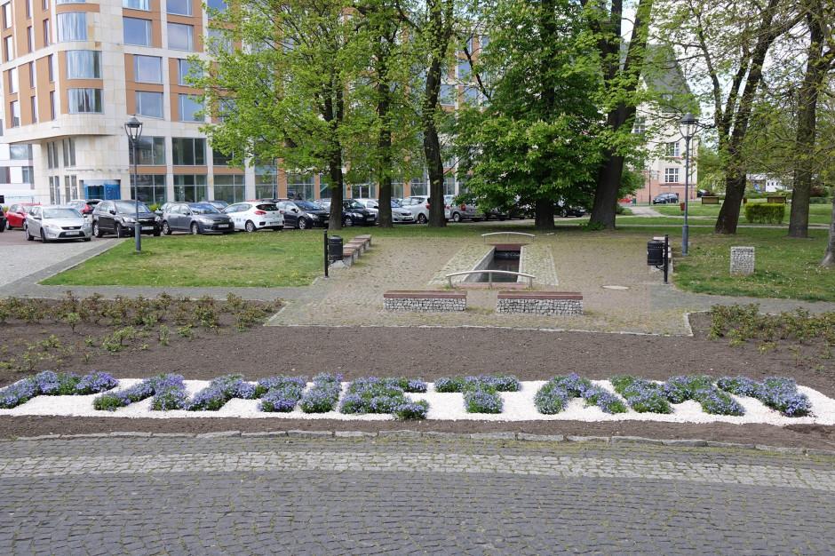 W Koszalinie z inicjatywy samorządu upamiętniono zmarłych na COVID-19