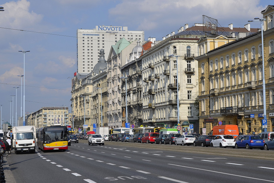 Zwężanie ulic Warszawy to metoda na zakorkowanie centrum oraz większy smog