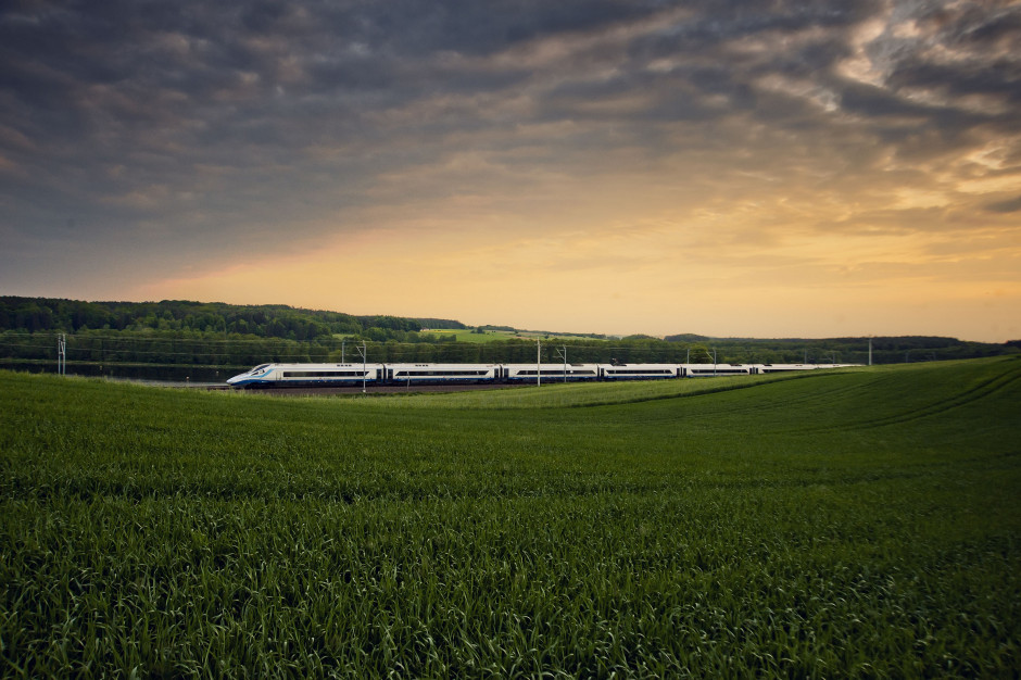 PKP Intercity informuje pasażerów o śladzie węglowym ich podróży