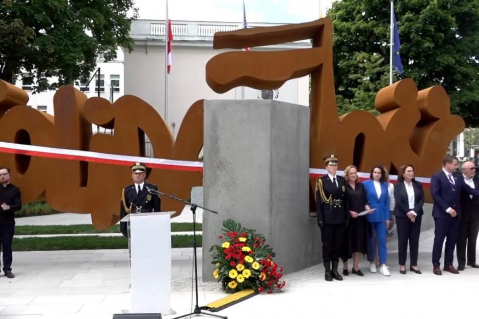 W Warszawie odsłonięto pomnik Solidarności