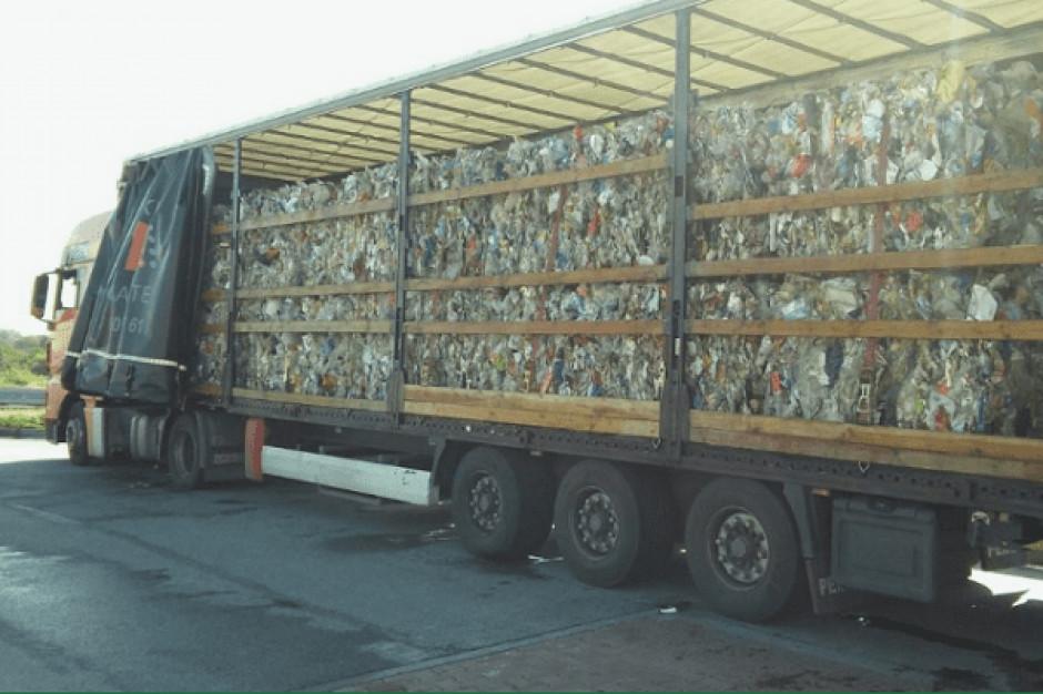 KAS zatrzymała nielegalny transport 22 ton odpadów na Śląsku