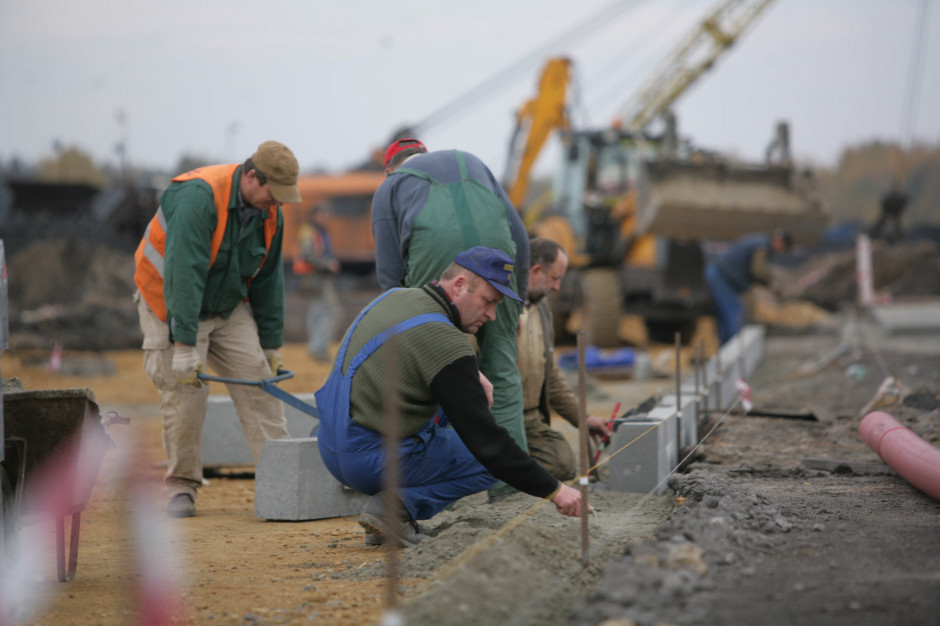Raport: punktem odniesienia regionalizacji płacy minimalnej w Polsce powinien być powiat