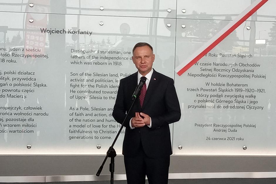 Katowice Airport już oficjalnie ma patrona. Tablicę odsłonił Andrzej Duda