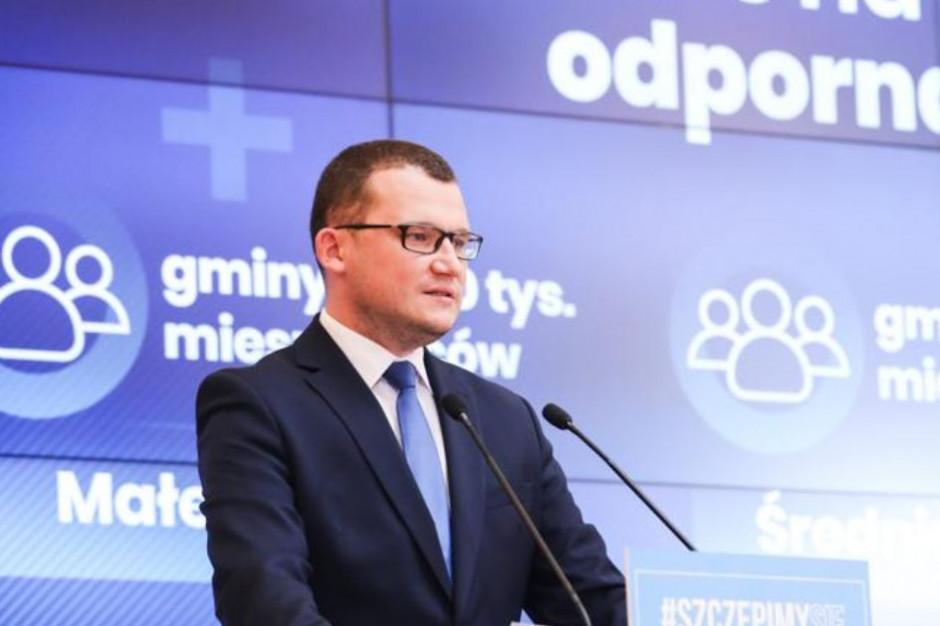 Promocja szczepień przeciwko COVID-19. Rząd podał szczegóły konkursów dla gmin