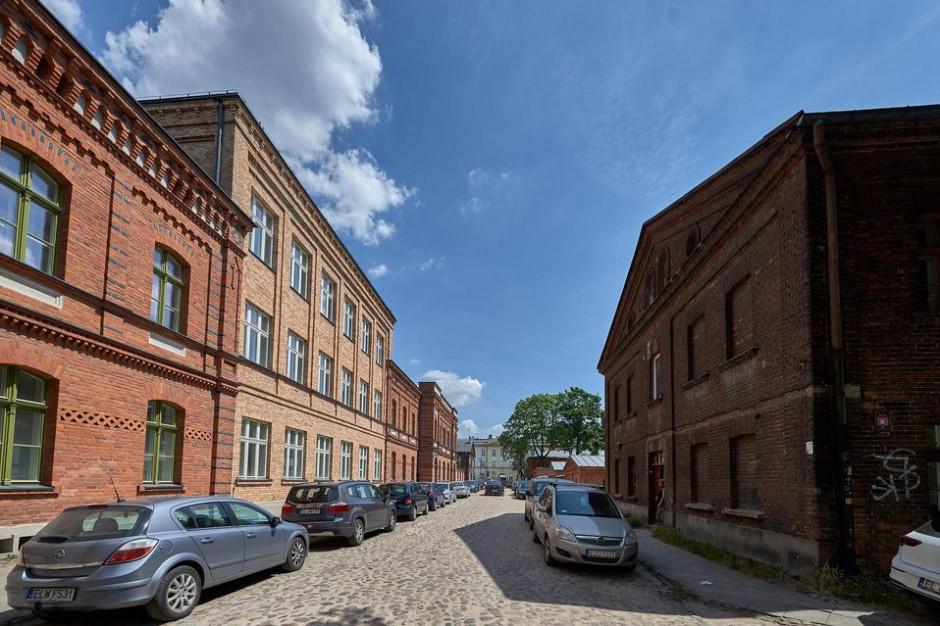 Budynek po szkole fabrycznej stał się siedzibą Akademickiego Centrum Designu