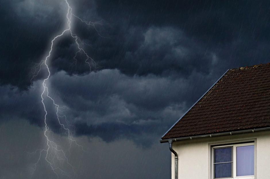 Synoptyk IMGW: w nocy intensywne burze; na południowym zachodzie wiatr do 90 km: h