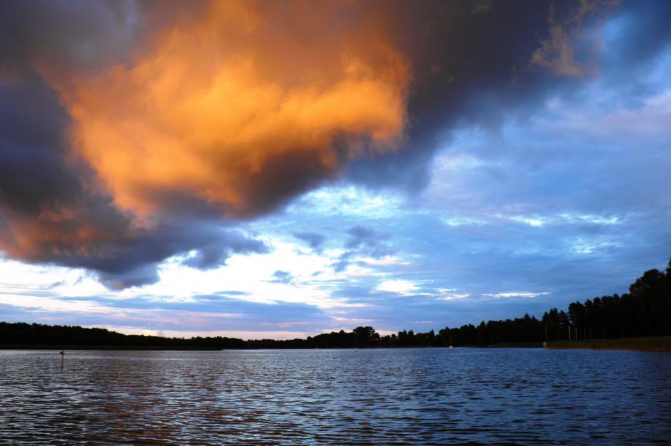 Zakaz kąpieli w jeziorze Wigry. Powodem sinice