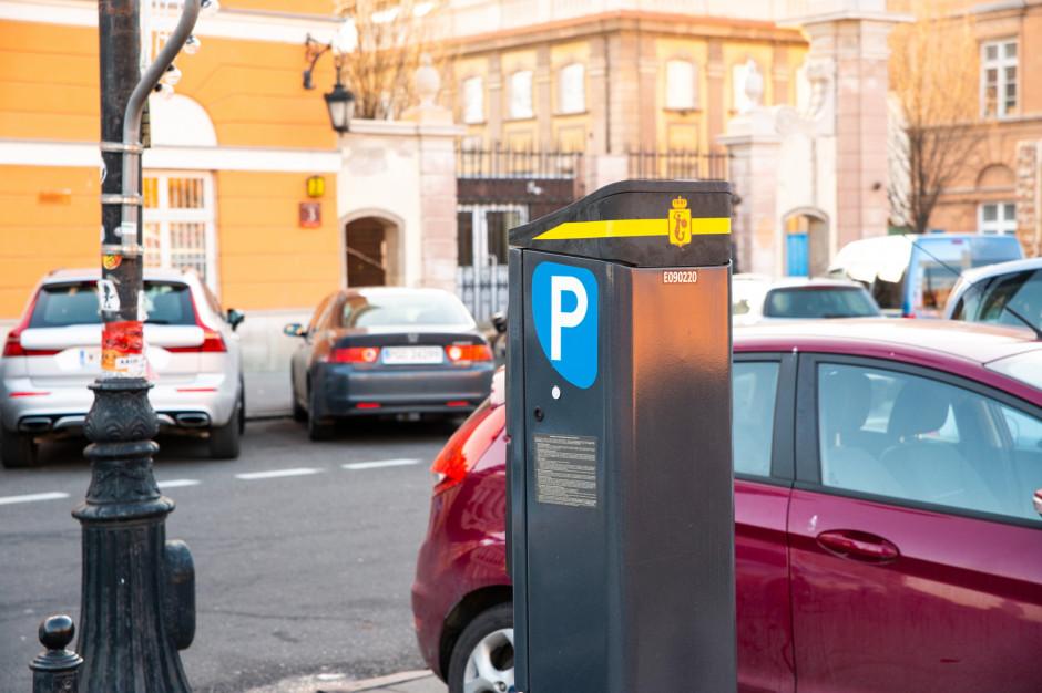 Strefa płatnego parkowania w Warszawie będzie jednak większa