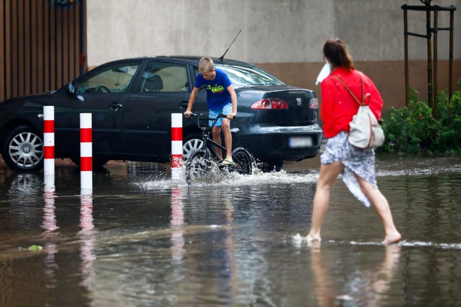 Małopolskie: 453 gospodarstwa bez prądu; trwa usuwanie skutków burz