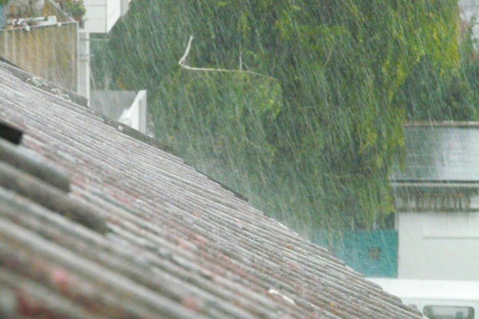 Burze i nawałnice: Silny wiatr zerwał i uszkodził dachy na Śląsku