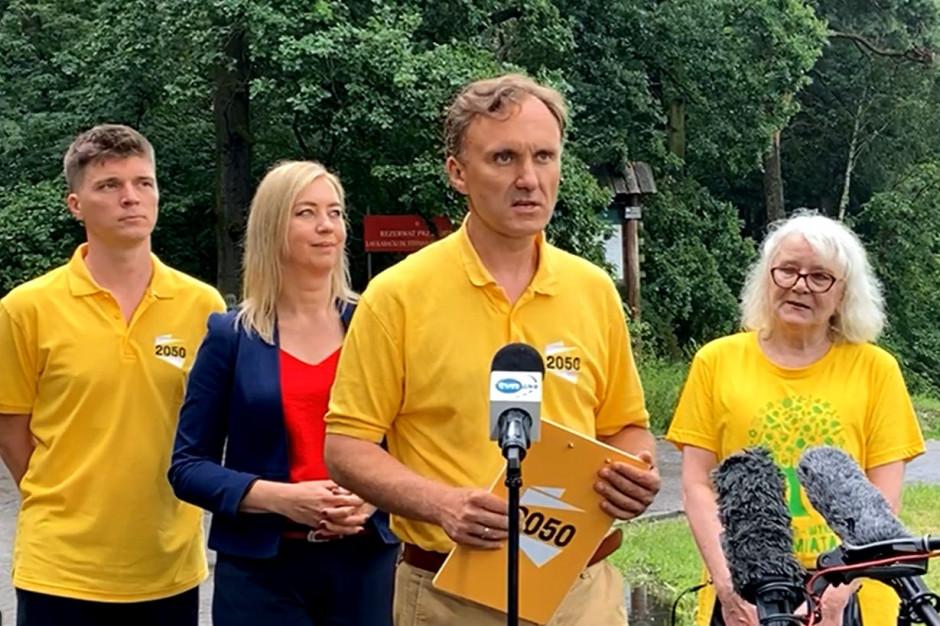 """Radni z Warszawy mówią """"nie"""" wycince drzew przez wojsko"""